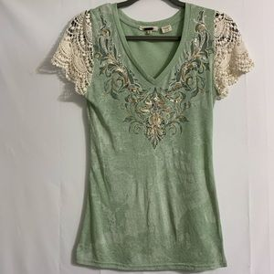 Miss Me women's size small lace-sleeved tee. Cute